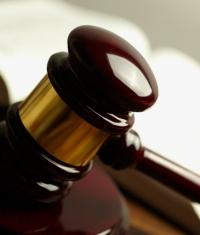 Apple снова тянут в суд