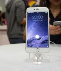 Иностранцы едут в Россию за новыми iPhone и iPad
