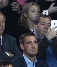 Дмитрий Медведев перешел на iPhone 6 Plus