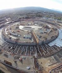 Новая аэросъемка строительства кампуса-кольца Apple (Видео)