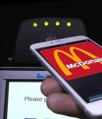 Посетители McDonald's часто оплачивают свои заказы при помощи Apple Pay
