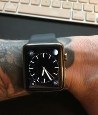 Apple Watch не работают из-за татуировки на руке
