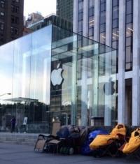 Первые 2 места в Нью-Йоркской очереди за iPhone 6 продали за 2,5 тысячи долларов
