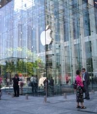 Apple получила патент на стеклянный куб, расположенный на Пятой авеню