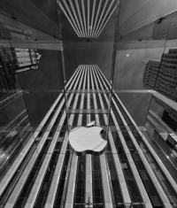 Акции Apple существенно подешевели
