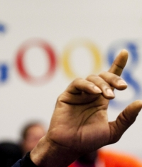 Корпорации Google и Apple хотят уладить дело о договоре: «сокращения зарплат»