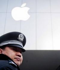 Американские охранники Apple Store хотят повышения зарплат