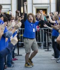 Apple смогла продать за первый уикенд 10 миллионов новых смартфонов