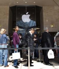 Возле Apple Store больше не будет очередей