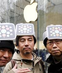У бутиков c Apple Watch выстроились очереди людей
