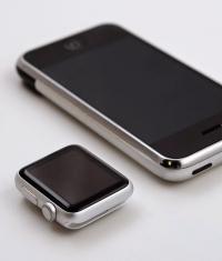 Что общего у Apple Watch и iPhone 2G?