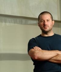 Джонатан Айв уверен, что конкуренты воруют разработки Apple