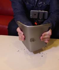 iPad Air 2 не выдержал тест на изгибаемость