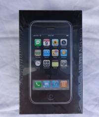 На eBay продают iPhone первого поколения за 520 000 рублей