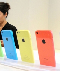 В Apple Store теперь можно заменить экран iPhone 5C