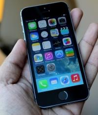 В России iPhone 5s продают за 4 999 рублей