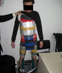Парень хотел провести в Китай 94 iPhone, но его задержали (Фото)