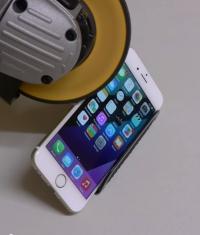 iPhone 6 против болгарки (Видео)