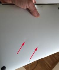Новые 12-дюймовые MacBook приходят к клиенту с вмятинами
