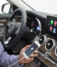 Фотографии интерфейса CarPlay в C-классе Mercedes-Benz
