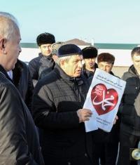 Митинг в Грозном: «Не покупайте iPhone, их создатель – гей!»