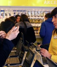 Российские магазины, продающие новые iPhone, обманывают своих покупателей!