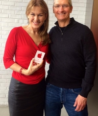 Тим Кук побывал в вашингтонском Apple Store в день борьбы со СПИДом